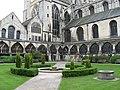 Gloucester Cathedral, Cloister Garden. - panoramio.jpg