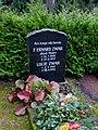 Grabstätte Fürchtegott Erhard Zwar und Lucie Zwar Johannesfriedhof Radebeul Zitzschewig.jpg