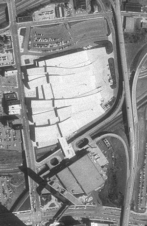 Greater Columbus Convention Center - USGS satellite photo of the Greater Columbus Convention Center prior to the 1999-2001 expansion. The expansion occupies the parking lot seen just north of the original building.