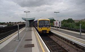 Greenford station - Image: Greenford station MMB 02 165134