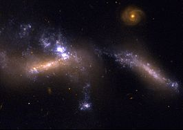 NGC 1741A (links) en NGC 1741B (rechts)