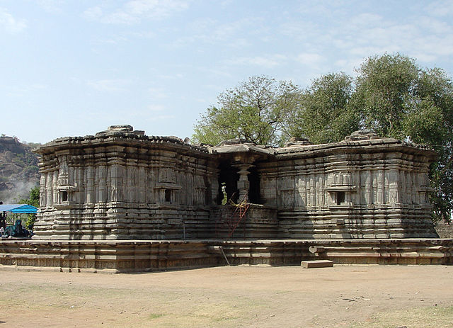 Thousand Pillar Temple is one of the prominent examples of Kakatiyas Architecture which is located at 6 kms distance away from railway station of Warangal.
