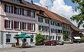 """Hauszeile mit """"Restaurant Kreuz"""" in Gächlingen.jpg"""