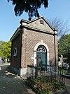 foto van Grafkapel De Loë; Neoclassicistische kerkhofkapel