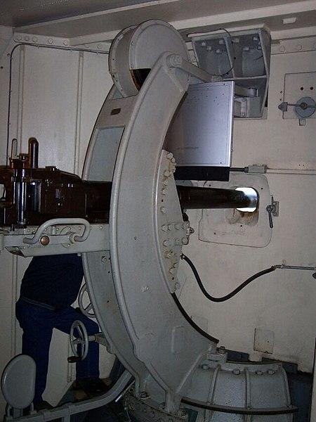 File:Heldsberg Kanonen Kampfstand.jpg