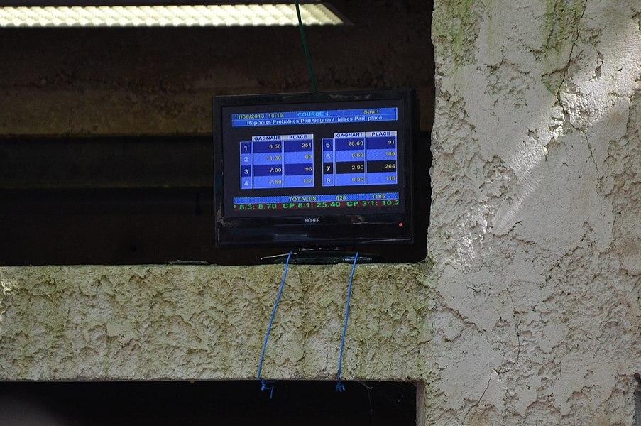 Hippodrome de Deffends: afficharge des cote