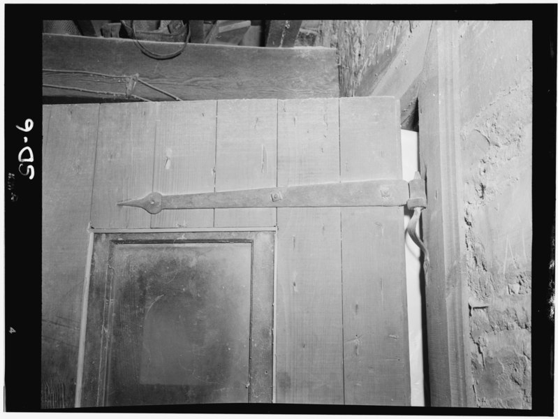 File:Historic American Buildings Survey, John A. Bryan, Photographer July, 1952 DOOR HINGE DETAIL. - Bon Homme Mill, Gavins Point Reservoir Vicinity, Tabor, Bon Homme County, SD HABS SD,5-TABOR,1-6.tif