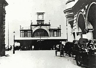 Star Ferry Pier, Central - The second generation pier at the end of Ice House Street, 1912. Queen's Building is on the right.
