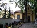 Hloubětín, hřbitov, kaple a domek.jpg
