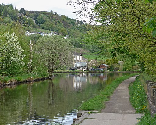 Huddersfield Narrow Canal (26942124612)