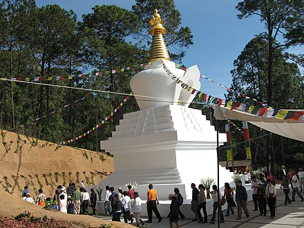 Tibetan stupa in Valle de Bravo. Maintained by the Casa Tibet Mexico. Imagen karmapa 004.jpg