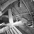 Interieur speelhuis, zolder, overzicht kapconstructie - Lisse - 20340655 - RCE.jpg