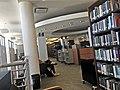 Interior de la biblioteca Enrique A. Laguerre.jpg