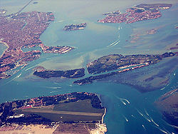 Isola le Vignole and La Certosa (Venice) as seen from the air.jpg