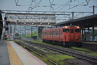JNR Kiha 47 at Hatabu Station (16161831147).jpg