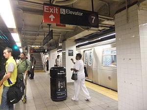 Jackson Heights - Roosevelt Avenue Platform.JPG