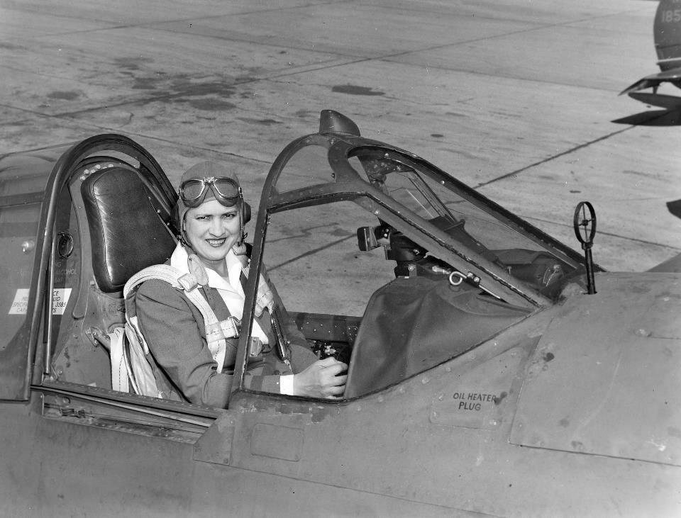 Jacqueline Cochran in a Curtiss P-40 Warhawk