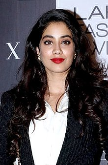 Janhvi Kapoor at Lakme Fashion Week 2018 – Day 4 (12) (cropped).jpg
