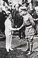 Joseph Guillemot, champion olympique du 5000 mètres, félicité par le roi des Belges Albert 1er, en août 1920.jpg
