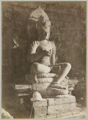 KITLV 12218 - Kassian Céphas - Sculpture of one of the two listening princes in Tjandi Mendoet - Around 1890.tif
