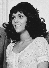 Karen Carpenter Karen Carpenter in 1972 White House.png