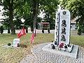 Kaszczor monument of Kaczynski, Kaczorowski, Pilsudski.jpg