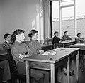 Kinderen krijgen onderwijs in de school van het koninklijk Deens ballet, Bestanddeelnr 252-9218.jpg