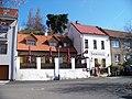 Kobylisy, Na pěšinách 38, hostinec, z ulice Pod statky.jpg