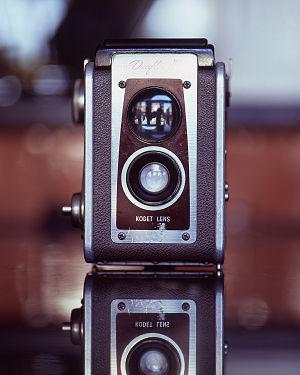 Fixed-focus lens - Mid-20th-century medium-format fixed-focus camera