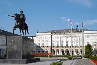 Monument to Prince Józef Poniatowski in Warsaw - The monument in front of the Presidential Palace