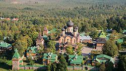 Kuremäe kloostri hooned õhust lääne külg.JPG