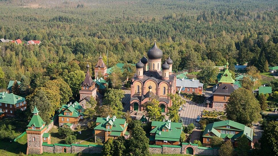 Kuremäe kloostri hooned õhust lääne külg