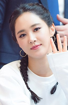 Kwon Yu-ri at fansigning event on August 13, 2017.jpg