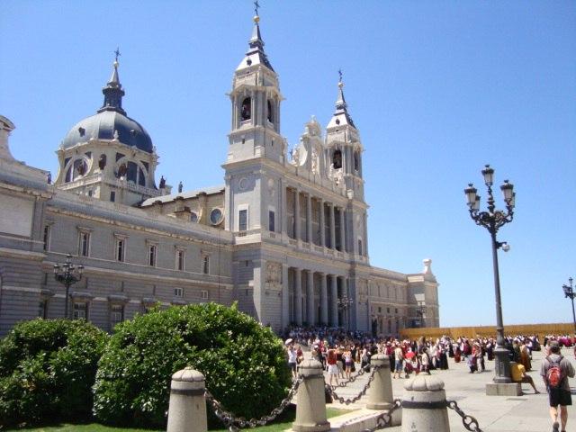 La Catedral de Nuestra Se%C3%B1ora de la Almudena en Madrid