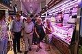 La alcaldesa celebra con los comerciantes el 75 aniversario del Mercado de Chamberí 01.jpg