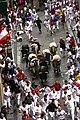 La manada del encierro en punta de flecha por Santo Domingo en Sanfermin 2011.jpg
