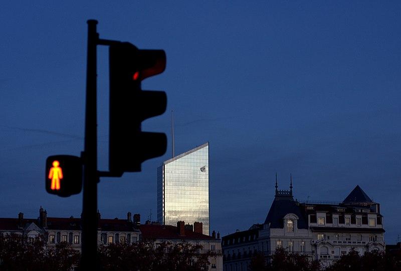 File:La tour brille.jpg