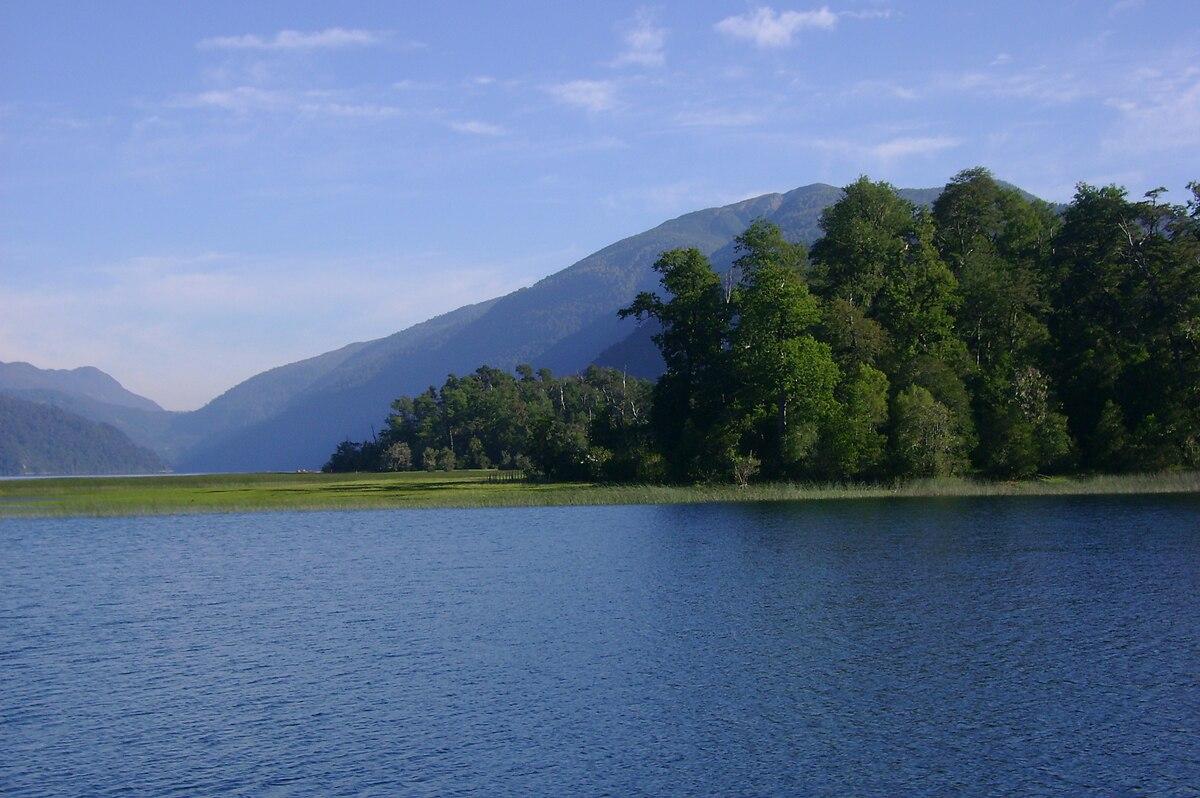 pirihueico lake wikipedia