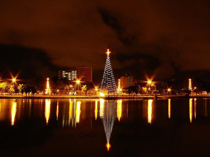 Ficheiro:Lagoa a noite.jpg