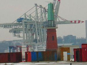 Leuchtturm und Radarbake am Ellerholzhafen