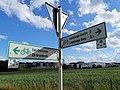 Leudelange, itinéraire cyclable faubourg minier (PC9), panneaux.jpg