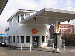 Lohmühleninsel Berlin Tankstelle.JPG