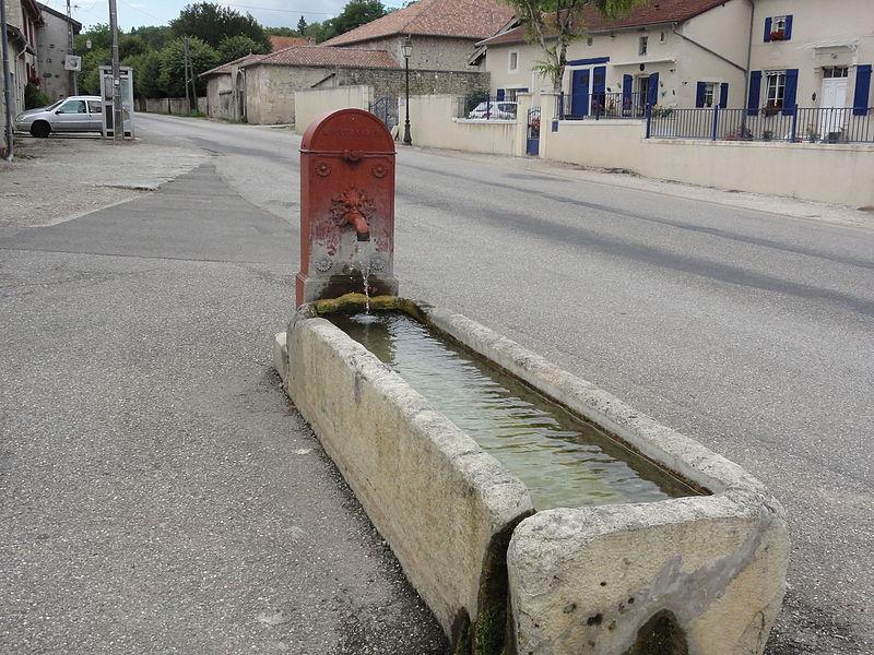 Longeaux (Meuse) fontaine