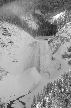 Lower yellowstone falls in ice.jpg
