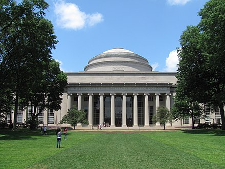MIT's Building 10 and Great Dome overlooking Killian Court MIT Building 10 and the Great Dome, Cambridge MA.jpg