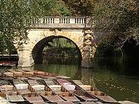 Magdalen Bridge with punts - geograph.org.uk - 1563148.jpg