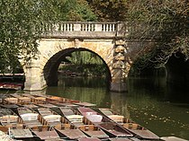 Magdalen Bridge with punts - geograph.org.uk - 1563148.jpg