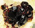 Magnesite-Uvite-j08-05b.jpg