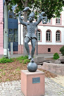 Mainz Schillerplatz Bajazz mit Laterne