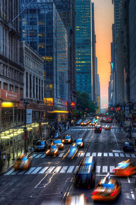 Manhattanhenge in may 2011.jpg
